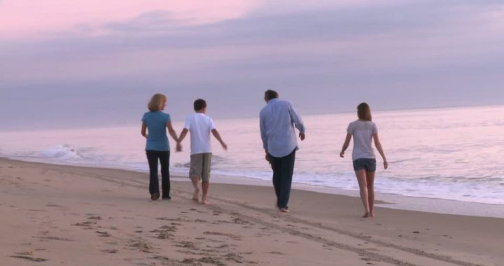 Vota en la encuesta de Pinamardiario sobre las caminatas en la playa, se deben permitir o no?