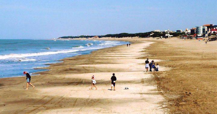El municipio pedirá a provincia que los fines de semana se pueda caminar por la playa