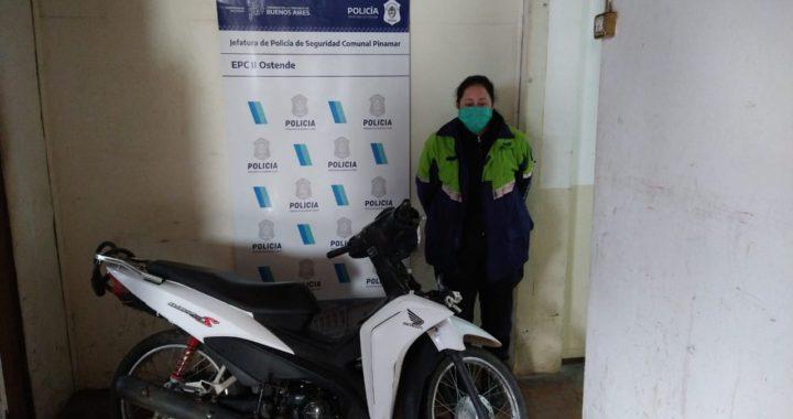 La policía de Pinamar recuperó una moto robada y realizó varios allanamientos en Ostende