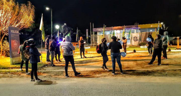 Policías de Pinamar protestaron en las puertas de la comisaria, piden mejoras laborales y salariales