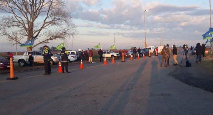 Propietarios no residentes de La Costa, cortaron la ruta 11 y lograron ingresar a sus casas