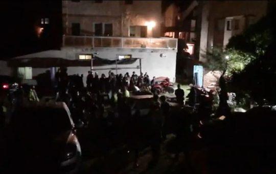 Las fiestas clandestinas no paran, desarticularon una con más de 100 jóvenes en el hostel de Ostende