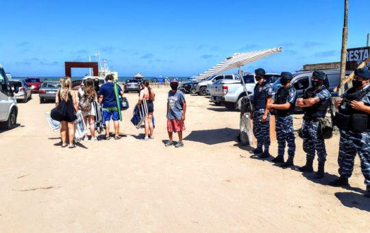 La policía y el municipio comenzaron controles en la playa, después de los incidentes del martes