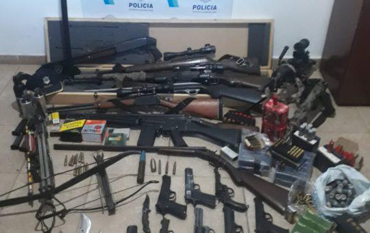Pinamar: Denuncio a su pareja por amenazas y cuando lo detuvieron encontraron un arsenal