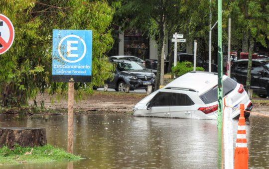 Llovieron 180 milímetros en 5 horas, Pinamar quedó bajo el agua y hay daños en toda la ciudad