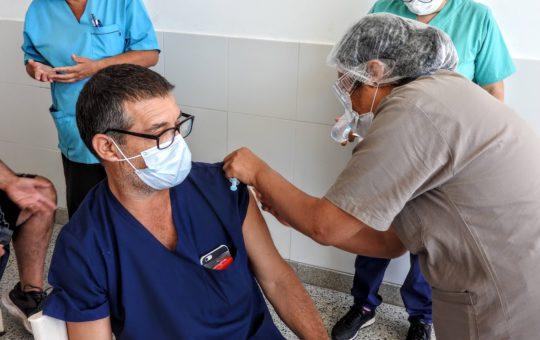 Vacunación en Pinamar, quejas por faltantes en la aplicación de la segunda dosis