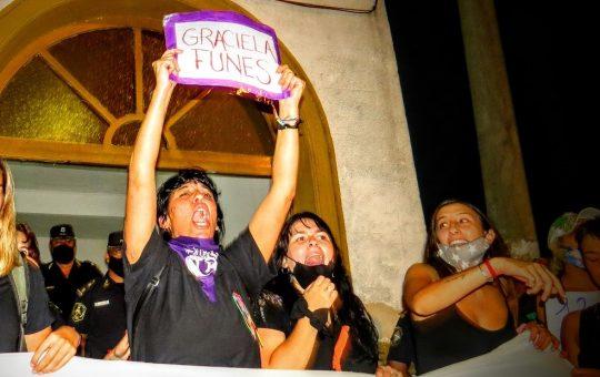 Femicidio en Madariaga: 20 fotos de la marcha y pedido de justicia de mujeres en esa ciudad