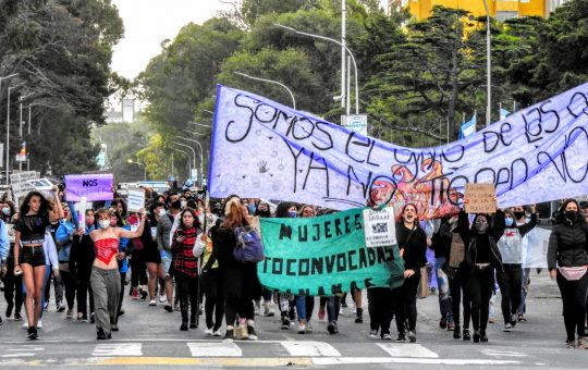 30 fotos de la jornada de lucha en Pinamar por el dia de la mujer, así conmemoraron su día