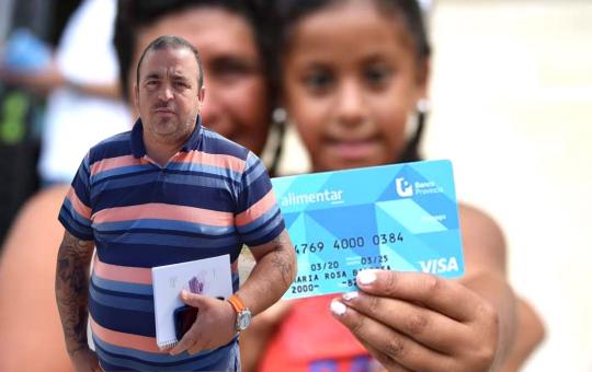 Escándalo con tarjetas alimentar: La oposición pide que Javier Tumas secretario del área de explicaciones