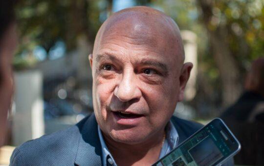 Un funcionario nacional acusó a Yeza de tener el sistema de salud colapsado y de no ocuparse de Pinamar