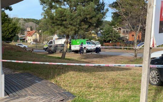 Un policía falleció al darse vuelta el vehículo que lo transportaba en Ostende