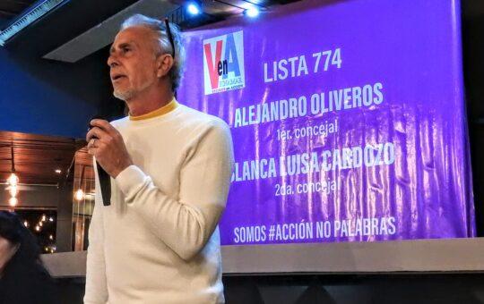 Oliveros presento este lunes su propuesta electoral ante un importante grupo de vecinos